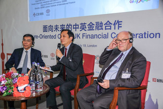 Prof. Jianqing JIANG, Chairman, SINO-CEEF Capital Management Company, and Sir Douglas Flint, UK Government's Special Envoy to the Belt & Road Initiative engage in a high-end dialogue moderated by CEIBS Dean Ding Yuan during a July 19 forum in London.