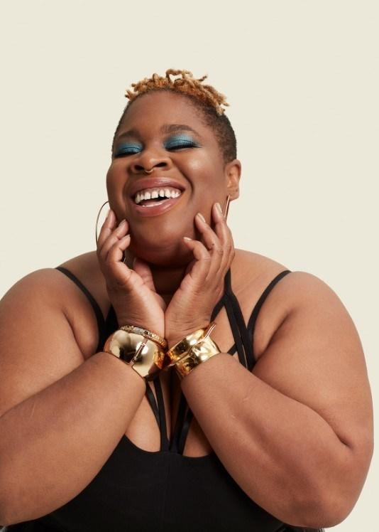 """TiKA, Toronto, musicienne et artiste multidisciplinaire. La beauté, c'est l'amour inconditionnel. """"Je suis une femme noire de taille forte et à l'identité queer qui travaille dans l'industrie de la musique. Le fait que mon corps ait des vergetures, des fossettes et des bourrelets n'était pas encouragé et même parfois perçu comme repoussant pour certains. C'est quand je suis tombée en amour avec une autre femme noire que j'ai réalisé qu'il était impossible pour moi de ne pas m'aimer ou de ne pas accepter le fait que je suis réellement belle, malgré mes « imperfections et défauts » aux yeux de la société. J'admire l'évolution de Sephora et son désir d'être plus inclusif et culturellement diversifié grâce à des femmes aux parcours différents, afin d'encourager le changement des standards de beauté sociétaux parfois désuets."""" (Groupe CNW/Sephora)"""