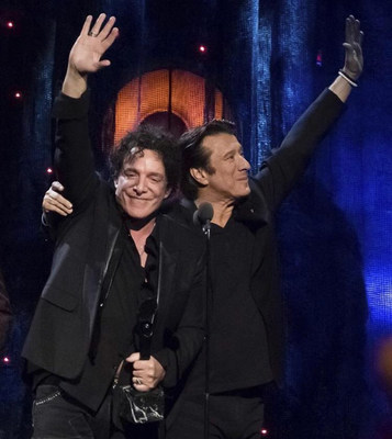 Neal Schon and Steve Perry Embrace and Celebrate Rock And Roll Hall of Fame Induction, April 8, 2018