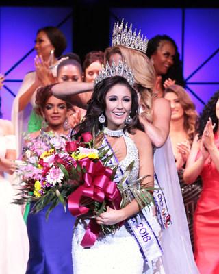 Lauren Weeks of California is crowned Mrs. International 2018.