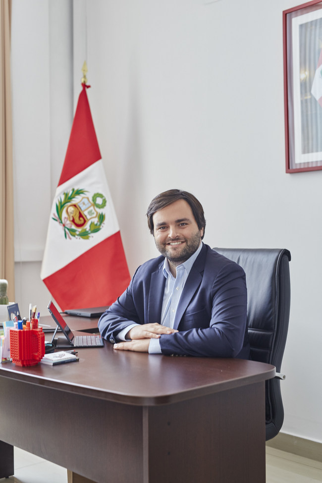 Peruvian Congressman Alberto de Belaunde will share his stories and experiences as a young leader having an impact in Perú during a plenary session at Exploring the Dilemmas of Leadership in Latin America this August.
