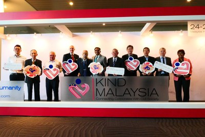 From left: Vvhy Yip (Multimedia Art Workshop Sdn Bhd), Loo Phan Kooi (Star Media Group), Richard Wong (Innogen Sdn Bhd), Gunther Beissel (MITEC), Tan Sri Dato' Dr Ahmad Mustaffa Babjee (UBM Malaysia), M Gandhi (UBM Asia), Dato' Teo Yen Hua (UBM Malaysia), Peter Teh (Pico International Sdn Bhd), Foo Tick Fat (Nanyang Siang Pau) , Hendry Khoo (Artisense Creative Sdn Bhd), Datin Paduka Dr Santha Kumari (WAFA Malaysia) at the press conference announcing the Launch of Kind Malaysia 2018.