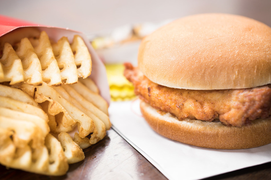 Chick-fil-A Original Chicken Sandwich with Waffle Fries (CNW Group/Chick-fil-A)