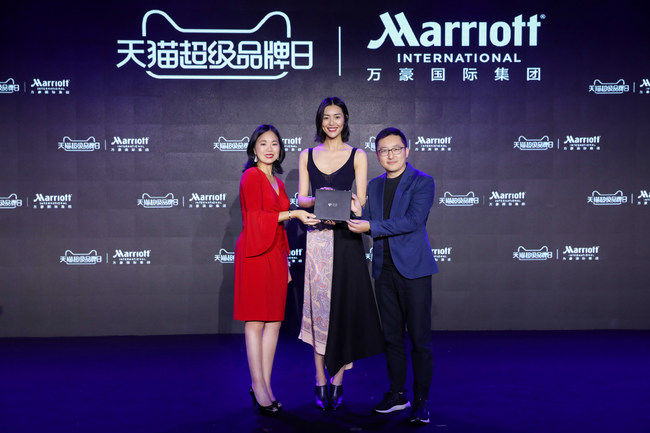 "Marriott International presents the exclusive 'Black Card' to International Supermodel Liu Wen as part of the company's upcoming debut on Alibaba's ""Tmall Super Brand Day""  (From left to right) Peggy Fang Roe, Chief Sales and Marketing Officer for Marriott International, Asia Pacific; Liu Wen, International Chinese supermodel; Bo Liu, President of Tmall's Marketing and Operations"