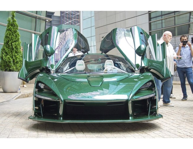 Michael Fux presented the first McLaren Senna model to arrive in the USA at the Bloomberg Building in New York.
