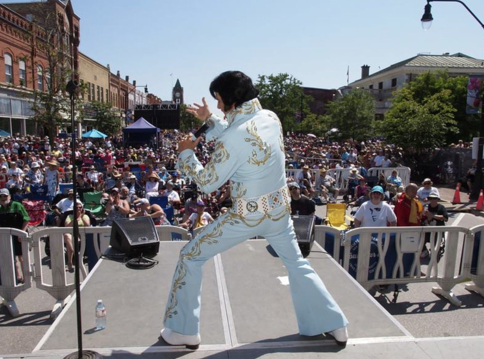 World-famous Collingwood Elvis Festival unites Tribute Artists from around the world July 27 – 29, 2018. Photo by Dave West Photography. (CNW Group/Town of Collingwood)