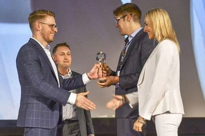 "The Swiss startup Unity Investment was honored at the Crypto Currency World Expo 2018 in Warsaw for the best project in the field ""Initial Coin Offering"". Persons from left to right: Dawid Kustra (Co-Founder of Cryptocurrency World Expo), Lukasz Paszkiewicz (Co-Founder of Cryptocurrency World Expo), Sean Prescott (Founding Partner & CEO der Unity Investment AG), Shirly Valge (Senior Manager, Sales & Marketing der Unity Investment AG). Copyright: Crypto Currency World Expo"