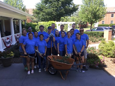 Combined Insurance employees volunteer at the Hines Fisher House.