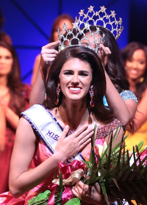 Miss Teen International 2018, Georgia Clark of Alabama, is crowned by Miss Teen International 2017, Carly Peeters. (Photo credit:  Paul Preston Photographer)