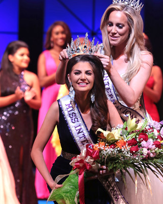 Miss International 2018, Kaylee Ewing, of Georgia, is crowned by Miss International 2017, Kelsey Craft. (Photo credit:  Paula Preston Photographer) (PRNewsfoto/International Pageants, Inc.)