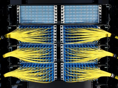 Mercury is stackable in either 2RU or 6RU steps, providing up to 6,912 LC fiber terminations per rack.