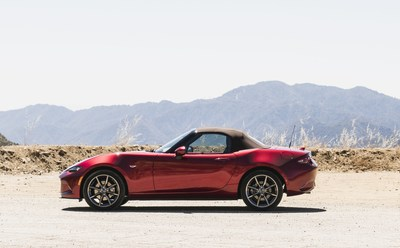 2019 Mazda MX-5 with new brown soft top (CNW Group/Mazda Canada Inc.)