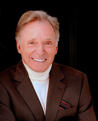 Emmy Award-winning talk show host Dick Cavett will be honored with the 2018 Visionary Award at Silver Hill Hospital's Giving Hope Gala on November 12 in New York City.