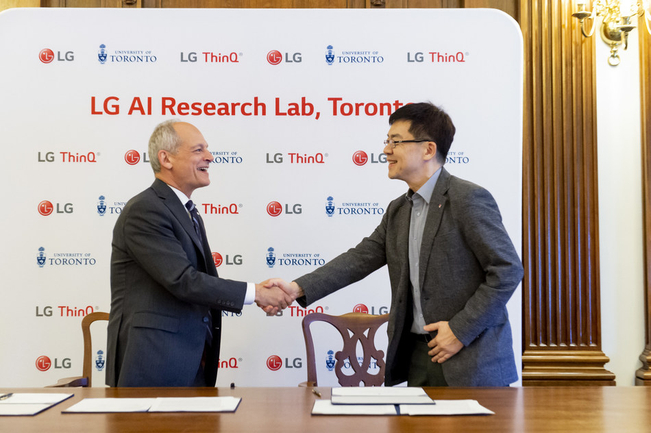 Dr. Meric Gertler, President, University of Toronto, congratulates Dr. I.P. Park, President & Chief Technology Officer, LG Electronics Inc., on the announcement of LG's North American AI Research Lab that establishes the company as a global leader in AI research. The company also entered into a multi-million dollar research partnership with the University of Toronto. (CNW Group/LG Electronics Canada)