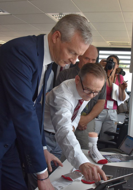 Keith Planner, Palarum, LLC's European Representative, explains the PUP smart patient sock technology to Bruno Le Maire, France's Minister of the Economy, at Texisense, the French company that developed the fabric pressure sensors and leads.