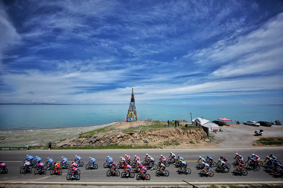 A glimpse of Qinghai Lake on June 27, 2018. (Xinhuanet Photo by Pan Binbin)