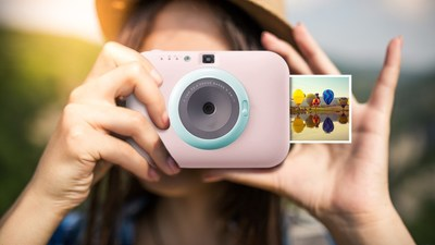 With a five-million-pixel resolution and 30-image printing capacity on a full charge, the LG Pocket Photo Snap is designed to capture stunning images anytime and any-where.