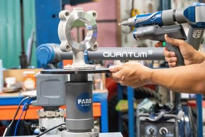 O FARO® 8-Axis Quantum FaroArm® oferece uma rotação inovadora de peças em tempo real para agilizar os processos de inspeção de qualidade.