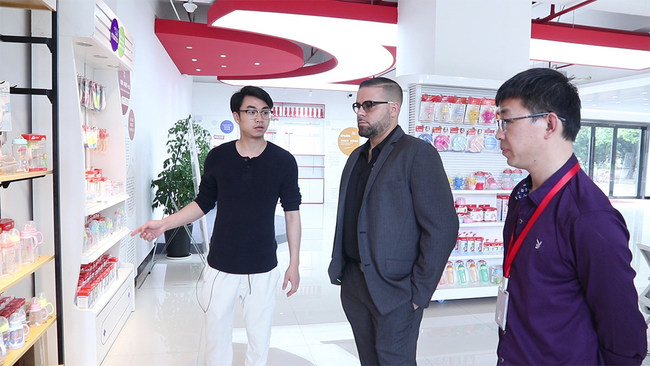 The founder Jing and client Osmay are visiting baby bottle manufacturer in Yiwu, China