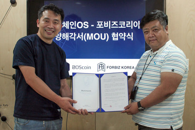 BOScoin CEO Yezune Choi Signs MOU with Forbiz Korea CEO Hoon-shick Shin on July 24, 2018 at BlockchainOS HQ in Seoul, South Korea.