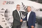 Figurent sur la photo, de gauche à droite : a) Éric Lapointe, président de ETL Électronique; b) Robert Morrissette, directeur de portefeuille, Direction régionale, Rive-Sud et Montérégie, Investissement Québec (Groupe CNW/INVESTISSEMENT QUÉBEC)