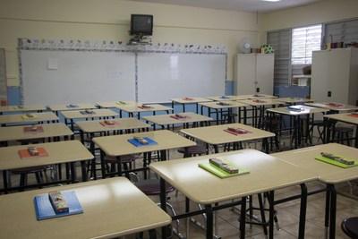 Un aula renovada en Mayagüez, Puerto Rico. CRÉDITO DE LA FOTO: VARIDESK (PRNewsfoto/VARIDESK)