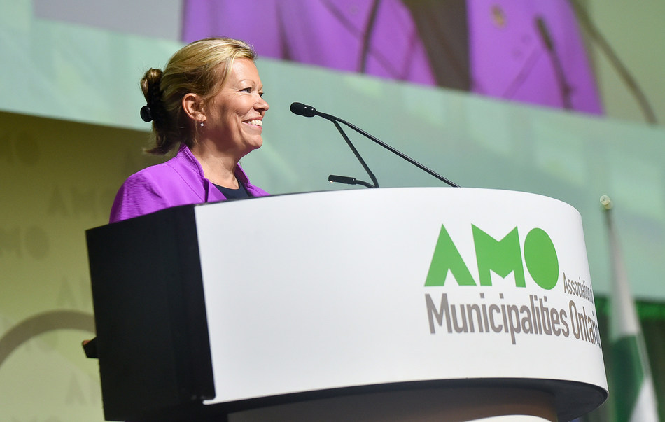 AMO President Lynn Dollin addresses delegates at the 2017 Conference (CNW Group/Association of Municipalities of Ontario)