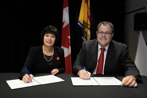 The Honourable Ginette Petitpas Taylor, Minister of Health, and the Honourable Benoit Bourque, Minister of Health for New Brunswick, signed a bilateral agreement under the Government of Canada's new Emergency Treatment Fund. (CNW Group/Health Canada)