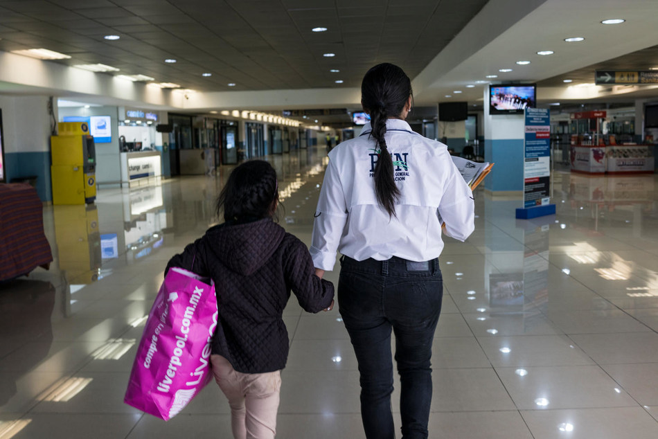 Unaccompanied migrant children who were found traveling alone with human smugglers known as coyotes and subsequently deported back to Guatemala by Mexican authorities are led through Guatemalan immigration to be reunited with their families at La Aurora International Airport, Guatemala City, Guatemala on May 1, 2018. © UNICEF/UN0217822/Bindra (CNW Group/UNICEF Canada)