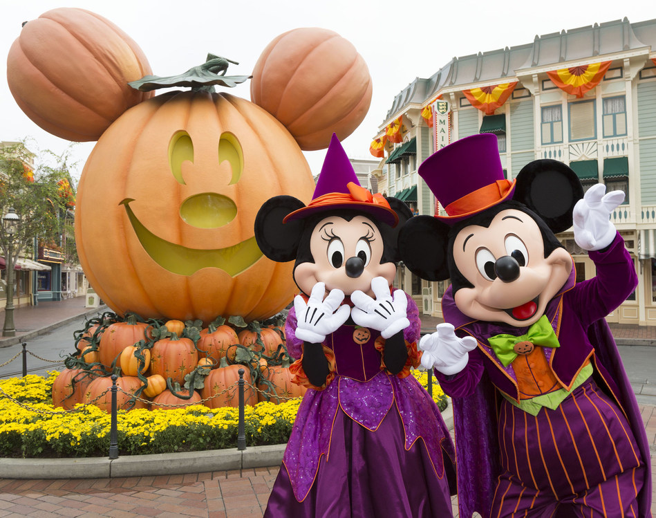 MICKEY MOUSE AND MINNIE MOUSE CELEBRATE HALLOWEEN TIME AT DISNEYLAND RESORT (ANAHEIM, Calif.) - During Halloween Time at the Disneyland Resort, guests encounter beloved characters dressed in fun seasonal costumes, including Mickey Mouse and Minnie Mouse. The Halloween season at the Disneyland Resort, which features special attractions and entertainment, runs from Sept. 7 through Oct. 31, 2018. (Scott Brinegar/Disneyland Resort)