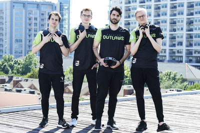 The Houston Outlaws Overwatch team with the new Turtle Beach Elite Atlas PC gaming headset.