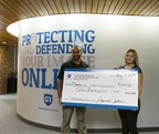 Guaranteed Removals founder, James John presents Mackenzie Wilson-Juszkiewicz with a scholarship cheque for $1,000.00 (CNW Group/Guaranteed Removals)