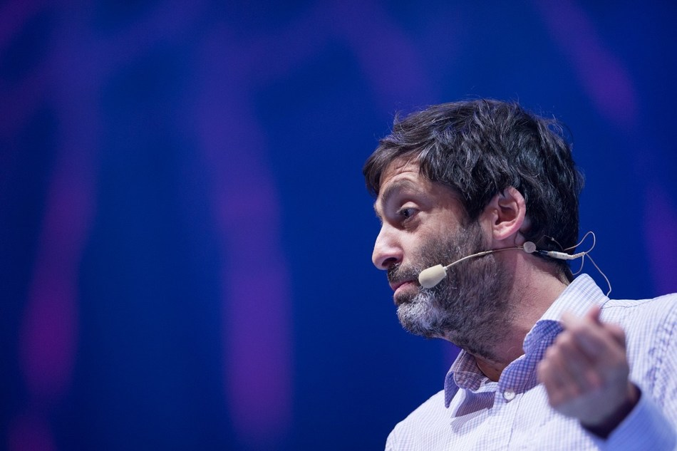 Dan Ariely, Ph.D., BEworks co-founder and Chief Behavioural Scientist, is a keynote speaker at the Summit for Science in Financial Services, hosted by BEworks on September 17 in Toronto, Canada. (CNW Group/BEworks Inc.)