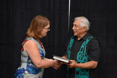 Minister Philpott with Huu-ay-aht's Chief Councillor Robert J. Dennis Sr. (CNW Group/Indigenous Services Canada)