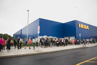 IKEA Quebec welcomes thousands through its doors on opening day (Photo Credit: Stéphane Audet) (CNW Group/IKEA Canada)