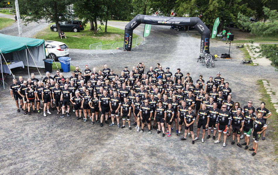 As part of the 5th edition of its Défi Vélo with some 200 participants and volunteers, including 160 cyclists, La Coop fédérée, in collaboration with La Coop des Montérégiennes, has donated $270,000 to the Fondation Néz pour vivre, Centraide Richelieu-Yamaska, SEPHYR [Sclérose en plaques Haute-Yamaska-Richelieu], and Au cœur des familles agricoles. (CNW Group/La Coop fédérée)