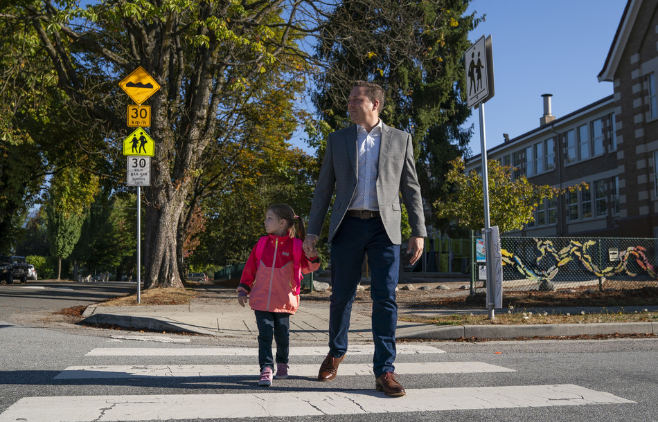 Shawn Pettipas, Director of Community Engagement at BCAA with his daughter as they cross the street in a soon to be busy school zone (CNW Group/British Columbia Automobile Association (BCAA))