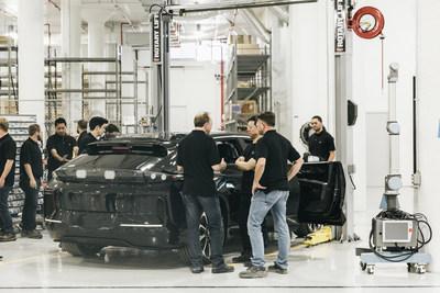 « Les équipes se réunissent pour la première préproduction de la FF 91, dans l'usine de Hanford. C'est le premier événement de préproduction sur site de l'entreprise. »