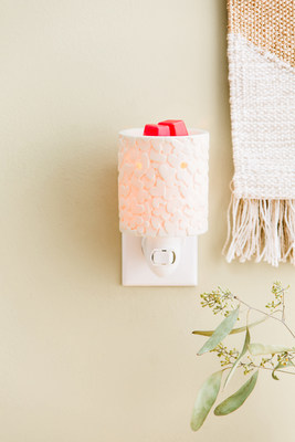 $7 from every Scentsy Share Your Heart mini warmer will be donated to charity.