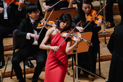 Nancy Zhou, First Place Winner of the 2018 Shanghai Isaac Stern International Violin Competition during her Final Round with the Shanghai Symphony Orchestra and conductor Michael Stern. Photo: Zhengyi Photography for SISIVC