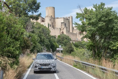 The SEAT Tarraco provides comfortable transportation on public roads by choosing different driving modes (PRNewsfoto/SEAT)
