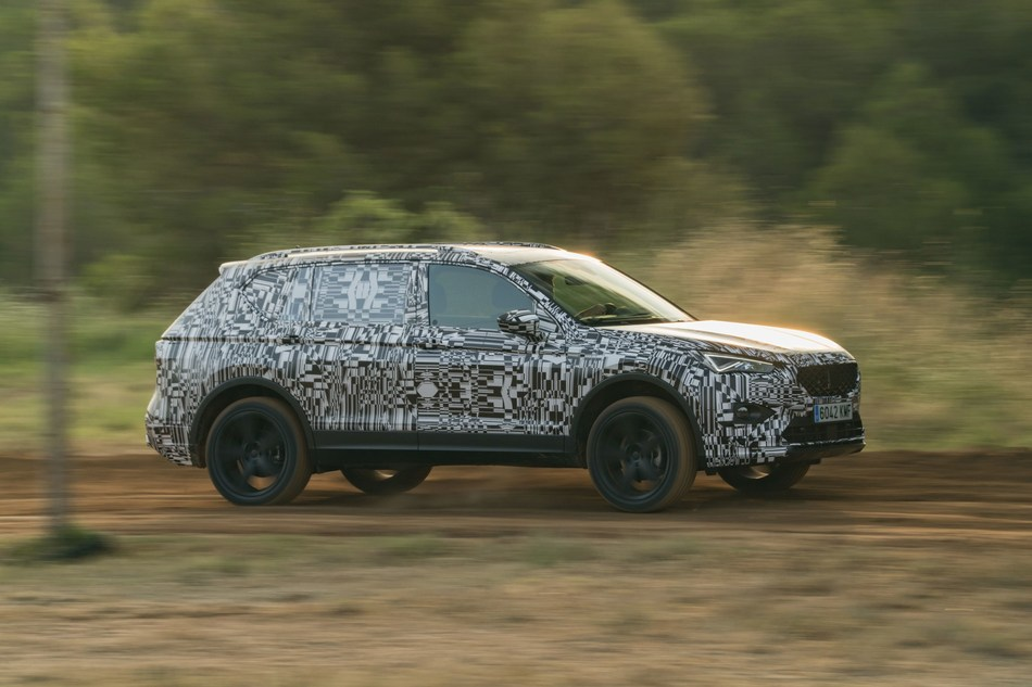 The new SEAT Tarraco is put through the paces on an off-road course prior to its international presentation (PRNewsfoto/SEAT)