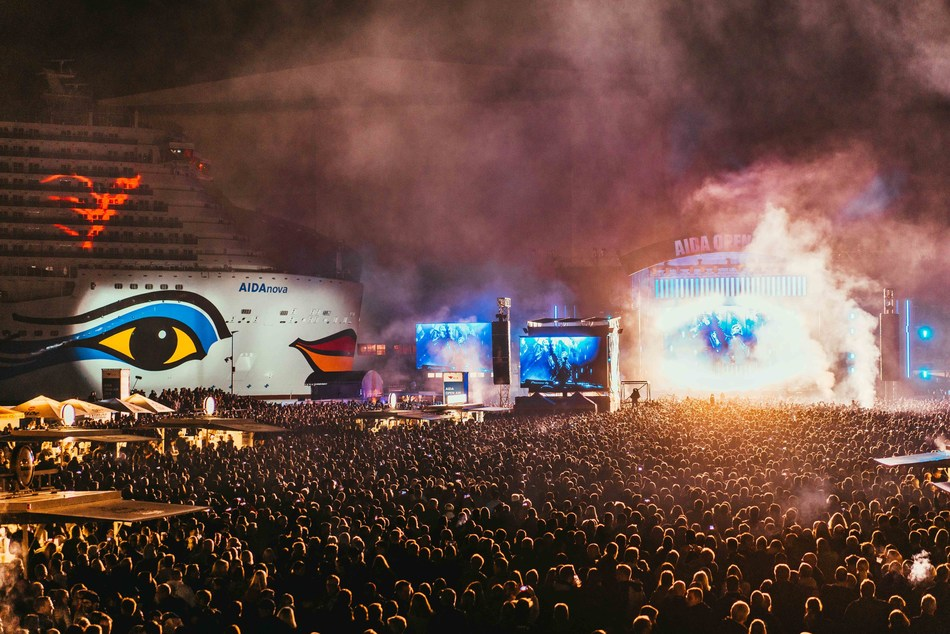 AIDA Cruises, the leading cruise line in Germany, introduces AIDAnova in a first-of-its-kind AIDA Open Air concert featuring Grammy winner DJ David Guetta in Papenburg, Germany.