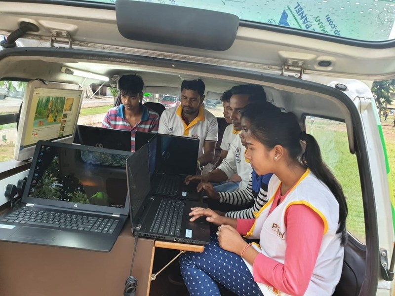 Students working in Project Surya Kiran Digital Literacy Van (PRNewsfoto/Edimpact)