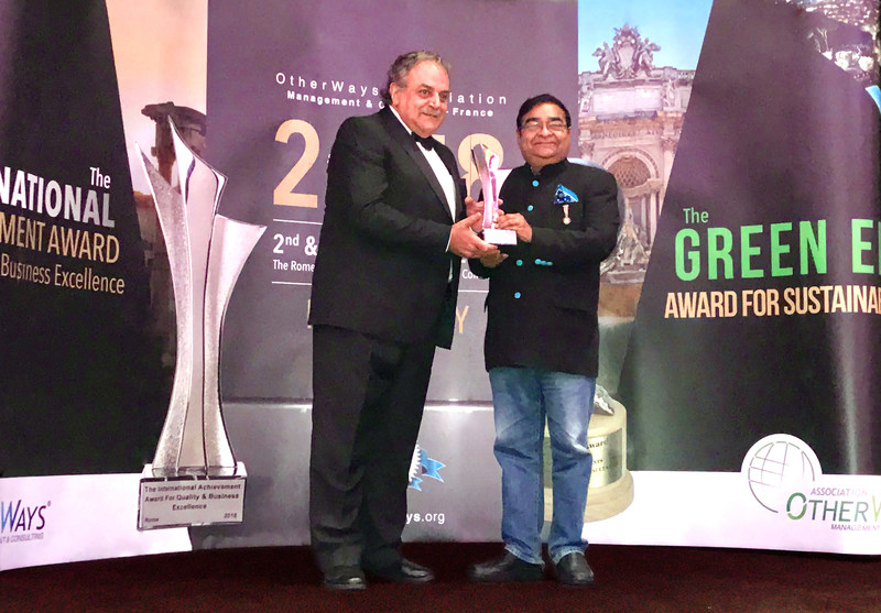 Dr. Mukesh Batra, Padma Shri recipient and Founder & Chairman Emeritus, Dr Batra's Group of Companies, receives the Award For Quality Business Excellence 2018 in Rome (PRNewsfoto/Dr Batra's Multi-Specialty Homeo)