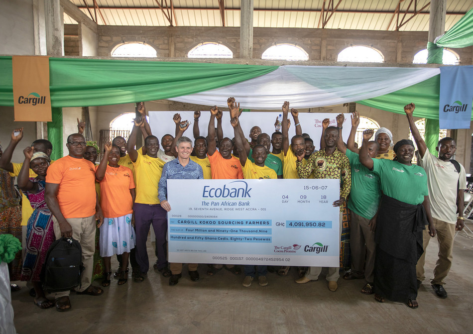 Pieter Riechert with district chief framer Joseph Ackaah and farmers who are happy to have just received the premiums. (PRNewsfoto/Cargill)