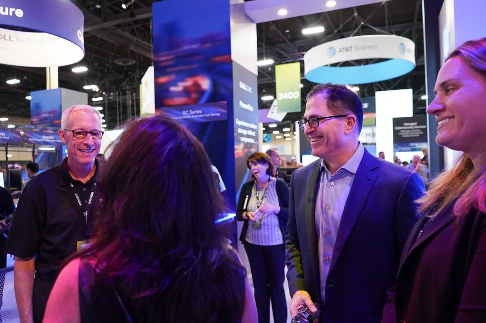 Michael Dell discusses the latest technology trends at VMWorld. Program partner, V5 Systems, showcased its market-ready IoT Connected Bundles at the conference. (PRNewsfoto/V5 Systems)