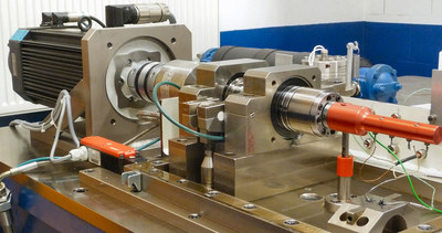 Friction test rig to measure real bearings: Like many of the test rigs used by Federal-Mogul Powertrain this test bench was developed in-house. © 2018 Federal-Mogul LLC