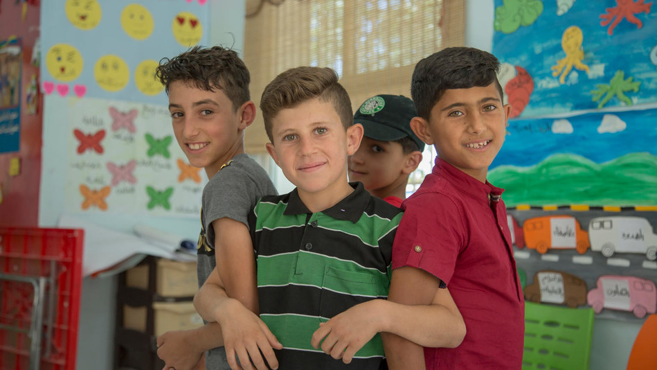 A group of friends stand together at a UNICEF-supported Makani centre in Irbid, Jordan. © UNICEF/UN0218794/Shennawi (CNW Group/UNICEF Canada)