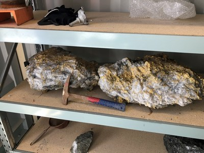 Fig. 1: 95 kg specimen stone (containing an estimated 2,440 ounces) and a 63kg specimen stone (containing estimated 1,620 ounces) recovered from the 15 level at Beta Hunt mine (CNW Group/RNC Minerals)
